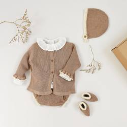 "Une tenue pleine de douceur pour vos bébés et toujours ""bio chic bon genre"" avec notre maille de coton biologique certifié GOTS 🍃⁠⠀ .⁠⠀ A soft outfit for your babies and always ""bio chic bon genre"" with our GOTS certified organic cotton knitwear 🍃⁠⠀ .⁠⠀ #tenuebebe #maillenude #maillebeige #cardiganbebe #bloomer #blouseplumetis #cotonbiologique #babyoutfit #nudeknit #beigeknit #babycardigan #bloomers #plumetisblouse #organiccotton"